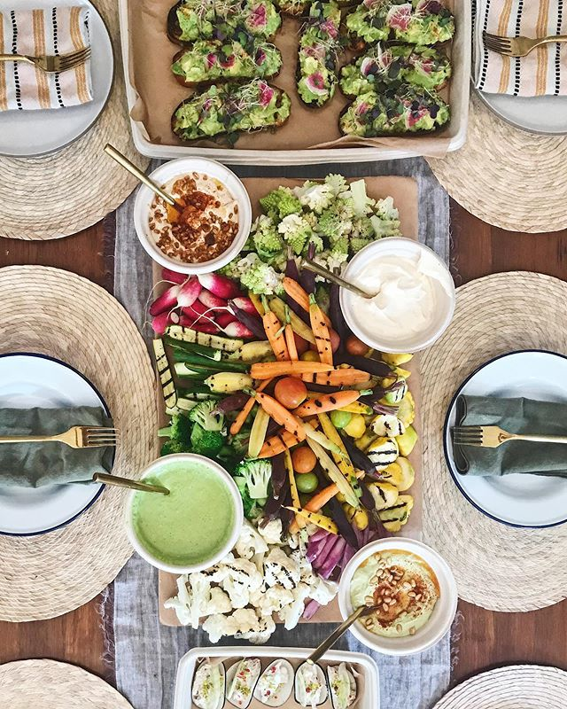 Keepin' it Bright & Light ✨🌈 @hautechefsla drop off catering for the WIN👌🏽🎯 Happy Friday, #glowpeeps 💫#howyouglow #tgif #happyfriday #glowfood