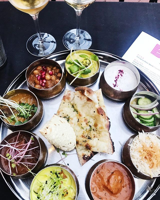 Indian curry sampler + organic / natural wine pairing = #howyouglow 🌈🌈🌈 @bibijisb