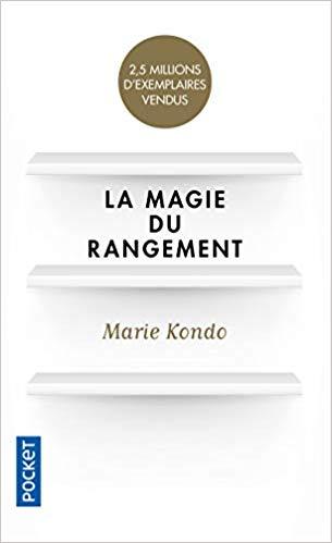 La Magie du rangement de Marie Kondo - Un indispensable pour apprendre à organiser son intérieur… et nous apaiser. Existe en format poche ou livre audio.Vous pouvez écouter le livre audio gratuitement pendant 1 mois sans engagement (cliquez sur le bouton - Livre audio gratuit en haut et en bas de la page).