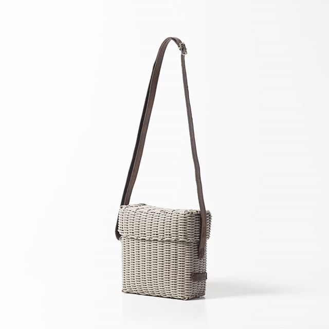 Meet the Camera Bag, inspired by traditional hand weaving techniques of Guatemala and designed for function, fashion and durability. . . . . . #fibraupcycle #upcycle #sustainablefashion #slowfashion #ethicalfashion #handmade #mindfullymade #handmadebags #madeinguatemala #recycledplastic