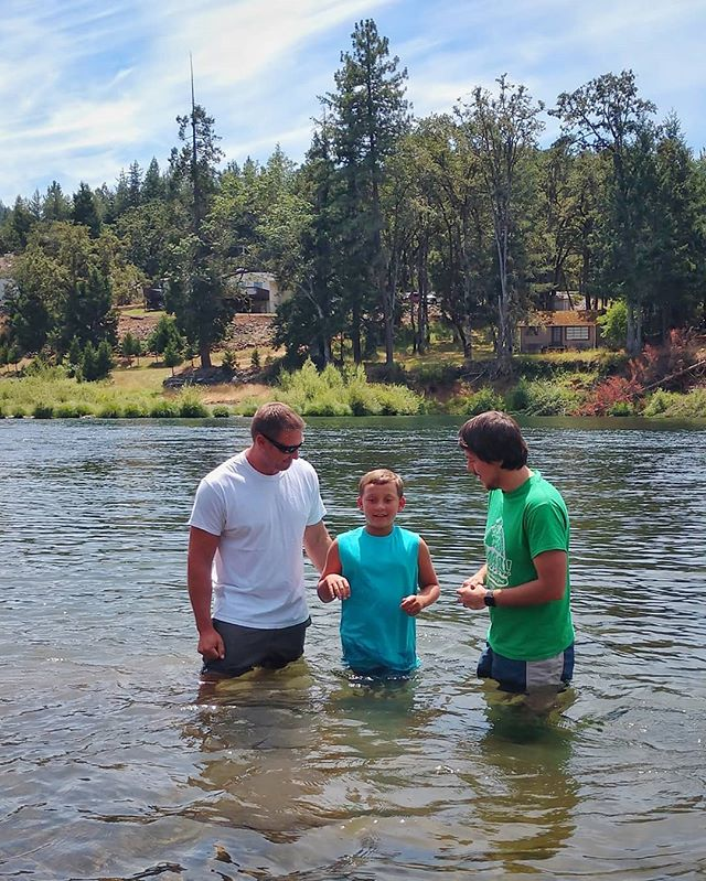 Beautiful day to celebrate a baptism out at the river. . . . . #familychurch #familychurchoregon #sutherlinoregon #sutherlin #greenoregon #myrtlecreekoregon #myrtlecreek #roseburg #roseburgoregon #douglascounty  #southcounty #southernoregon #I5 #interstate5 #oregonsummer #churchfamily #churchfam #creativechurch #baptism #riverbaptism #jesus #gospel #onlyjesus #bible #newlife #rebirth #lifechange #familyworship #worshiptogether #discipleshipisrelationship