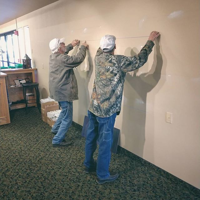 Mr. Fixit team is working away at the Sutherlin campus to get our new Wall display up! Hopefully, it will be an easier way to stay up to date with what is going on here at FC 👍🏻 . . . #familychurch #familychurchoregon #sutherlinoregon #sutherlin #greenoregon #interstate5 #myrtlecreekoregon #myrtlecreek #roseburg #roseburgoregon #douglascounty #southcounty #southernoregon
