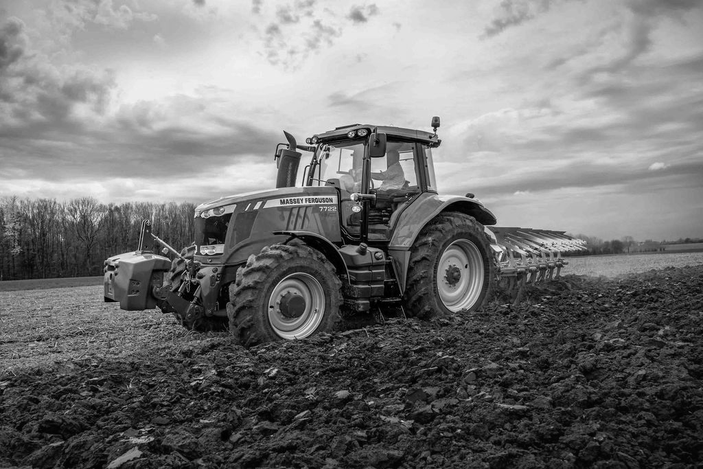 farm-equipment-wheel-tractorMASSEY-FERGUSON-7722_BWjpg