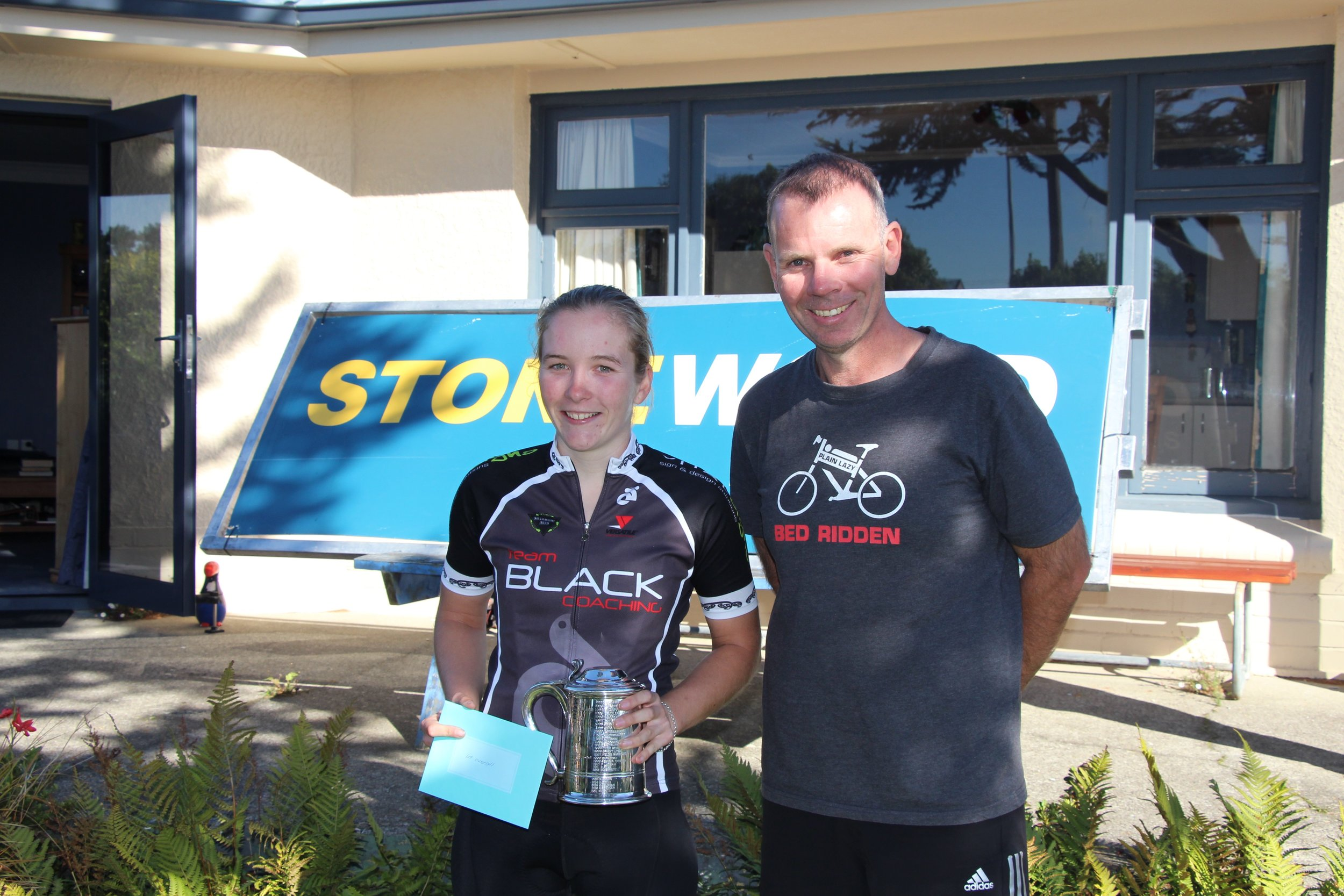 Gore to Invercargill Classic winner Kate Wilson with race sponsor Brendan Akeroyd, of Stonewood Homes.