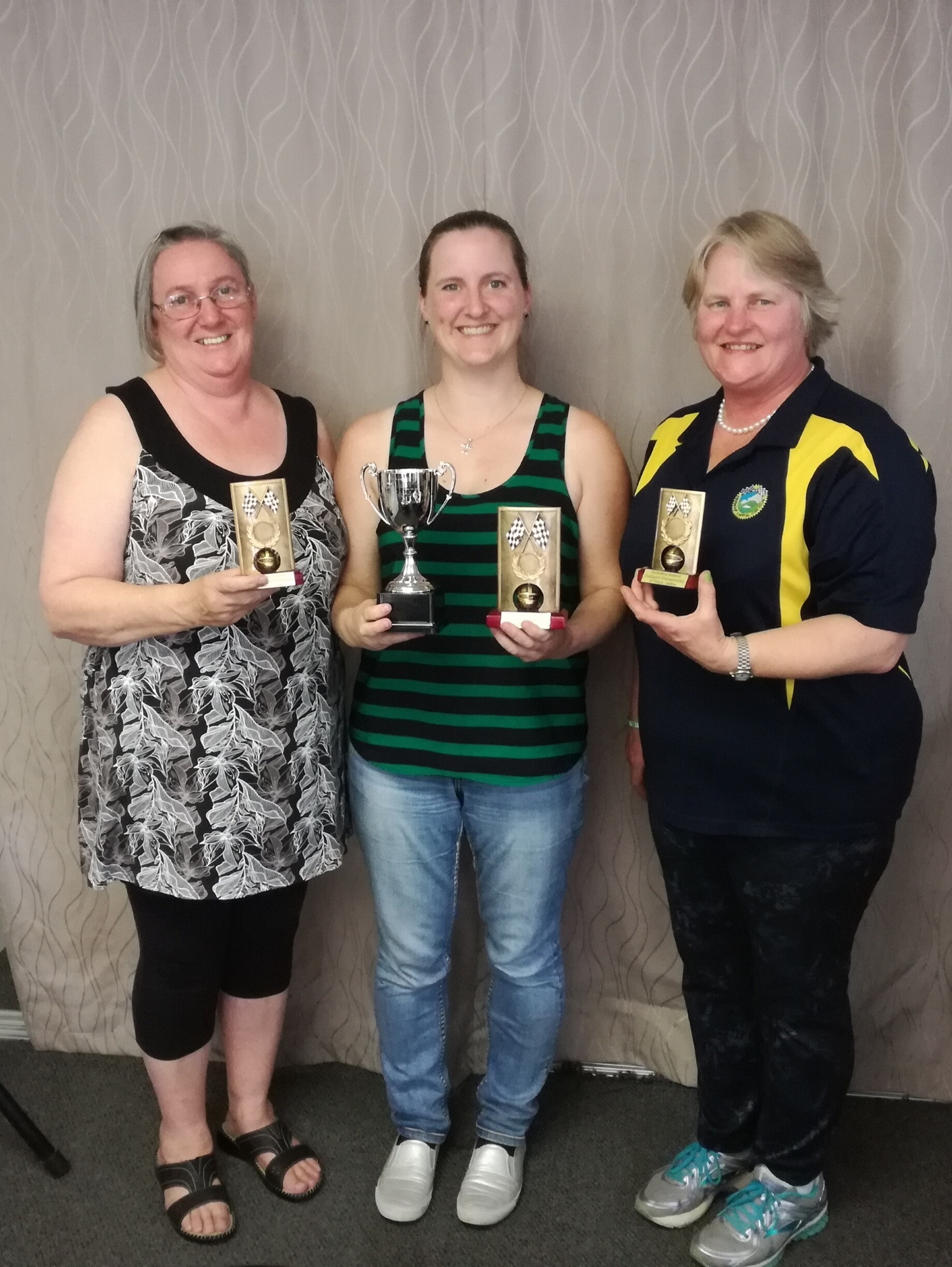Rachel Lawrie (centre) with second placegetter Cathy Reid (left) and third placegetter Jilly Fisher (right).
