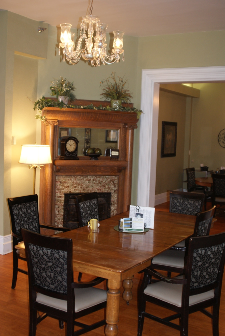 Assisted-Living-Dining.jpg