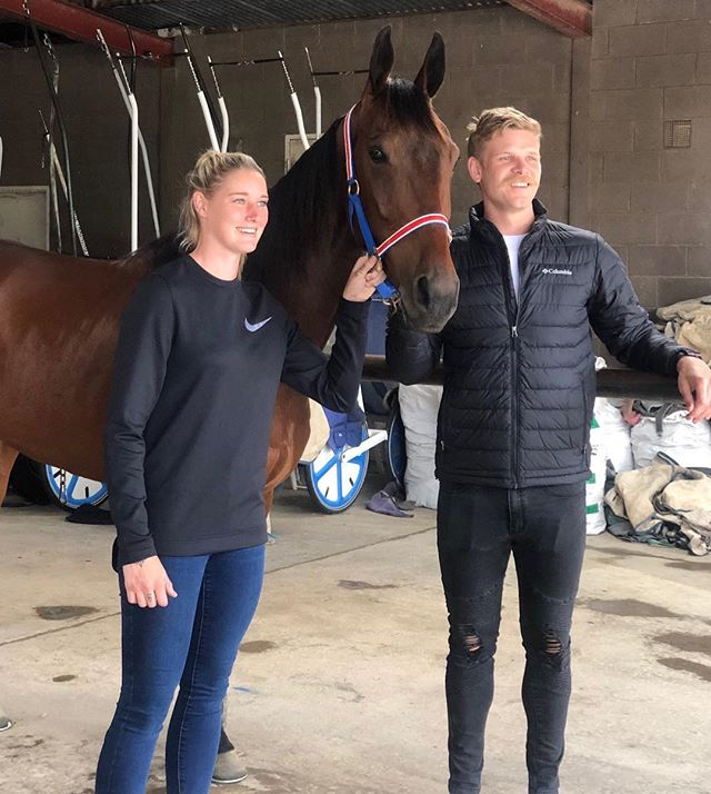 Great to have @carlton_fc AFLW Star @tayla_harris and @essendonfc gun @mickhurley visit #ID18 Trotting Championship favourite Tornado Valley at Andy & Kate Gath's stables today. Catch the interview tomorrow on Sunrise as well as the 11am, 4pm & 6pm channel 7 news. #thetrots