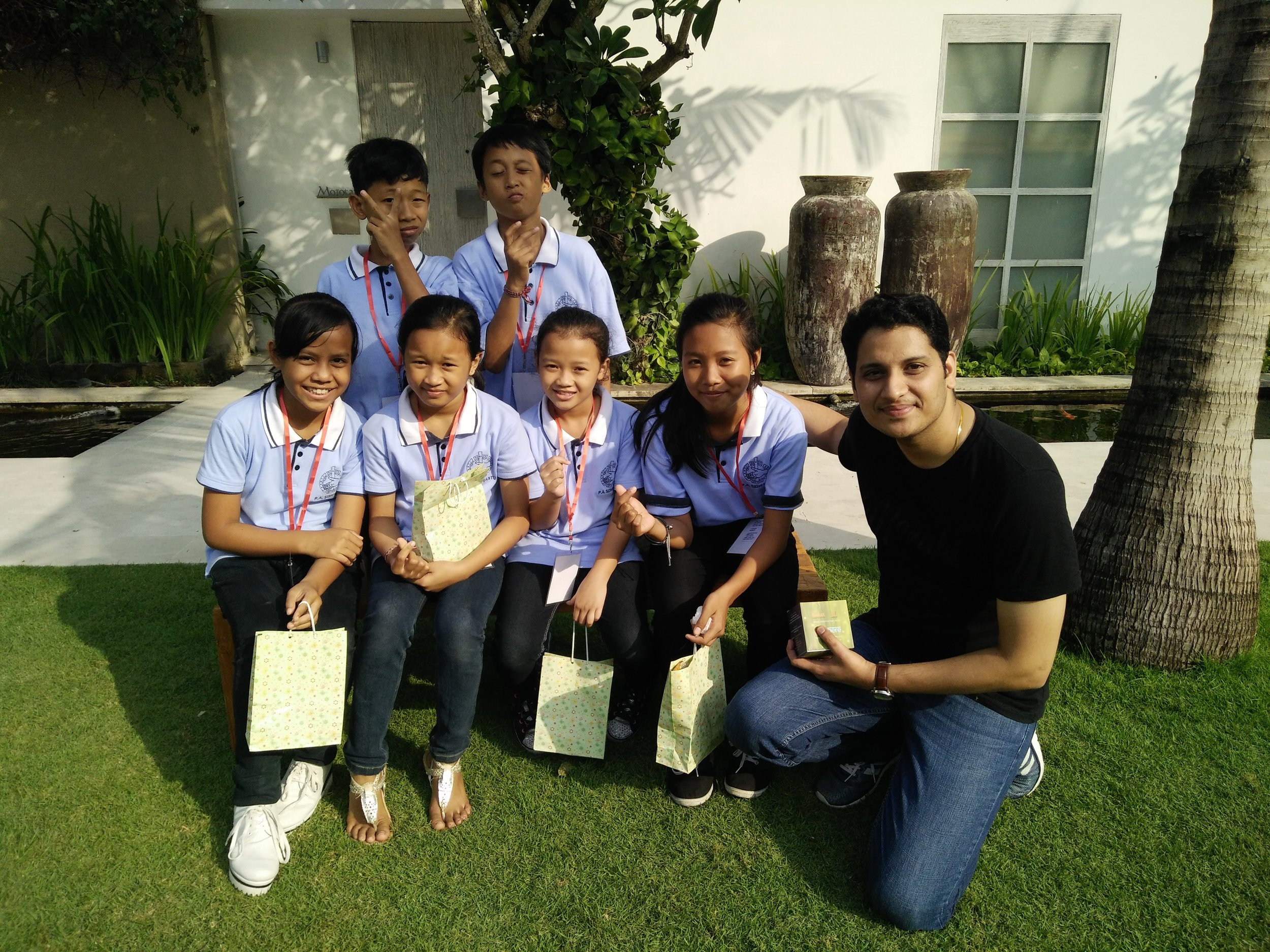 """A Cisco Meraki team leader with a group of orphanage children during a """"Care and Fun"""" Positive Social Impact event in Seminyak, Indonesia."""