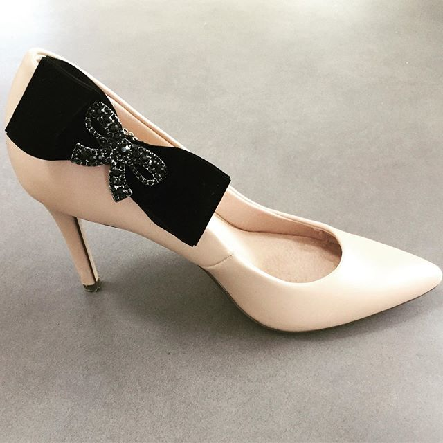 """Jazz up your shoes with our """"Black Tie"""" Shoe Clips. On sale now. Click link in bio to shop now.  #shoes #shoesaddict #shoelovers #accessorize #fashionaccessories #highheels #heelsaddict #heels👠"""