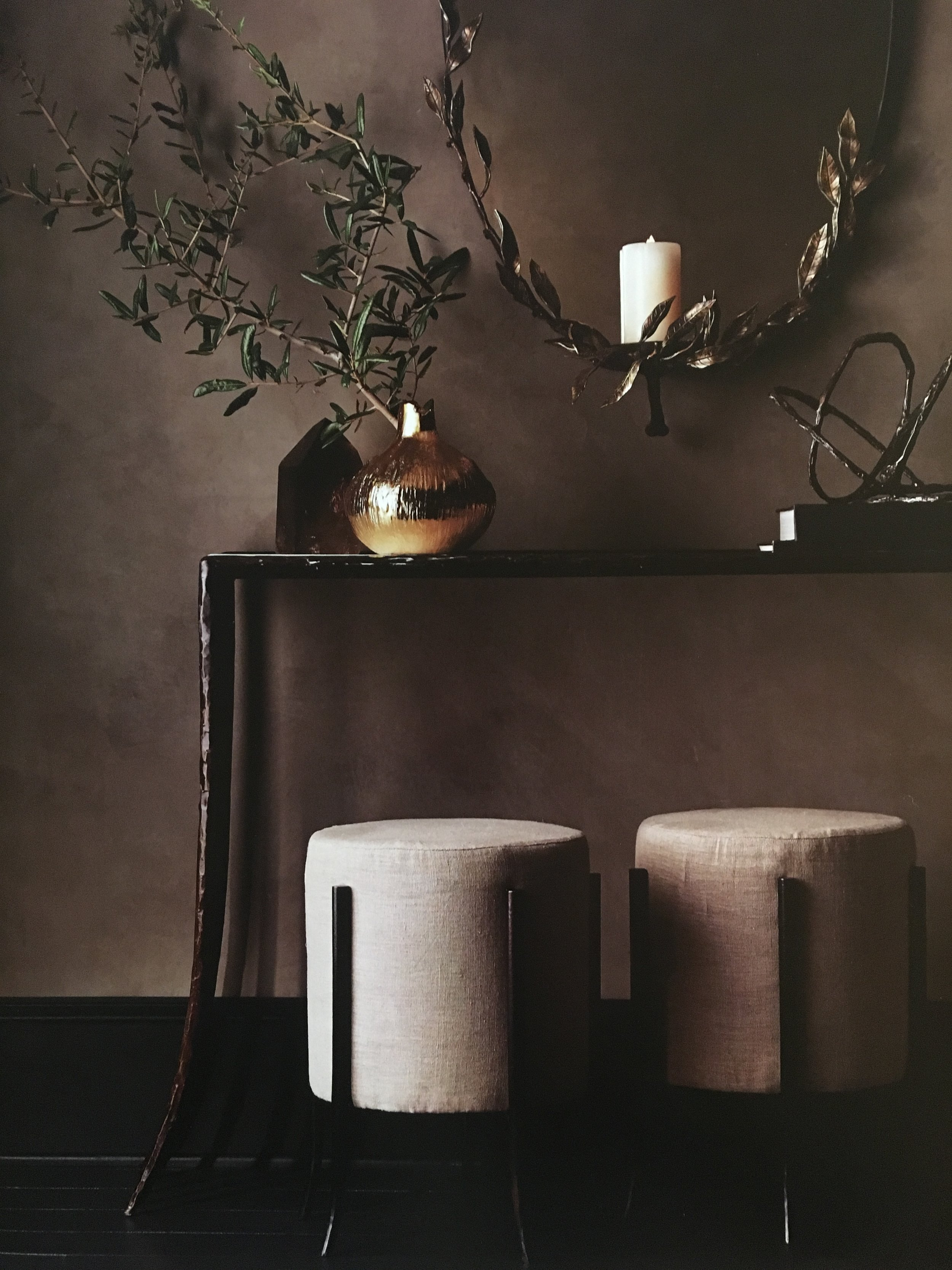 TOUCHES OF LINEN, BURLAP AND OTHER NATURAL MATERIALS WERE ADDED TO THE MIX TO BRING WARMTH AND HARMONY THROUGHOUT