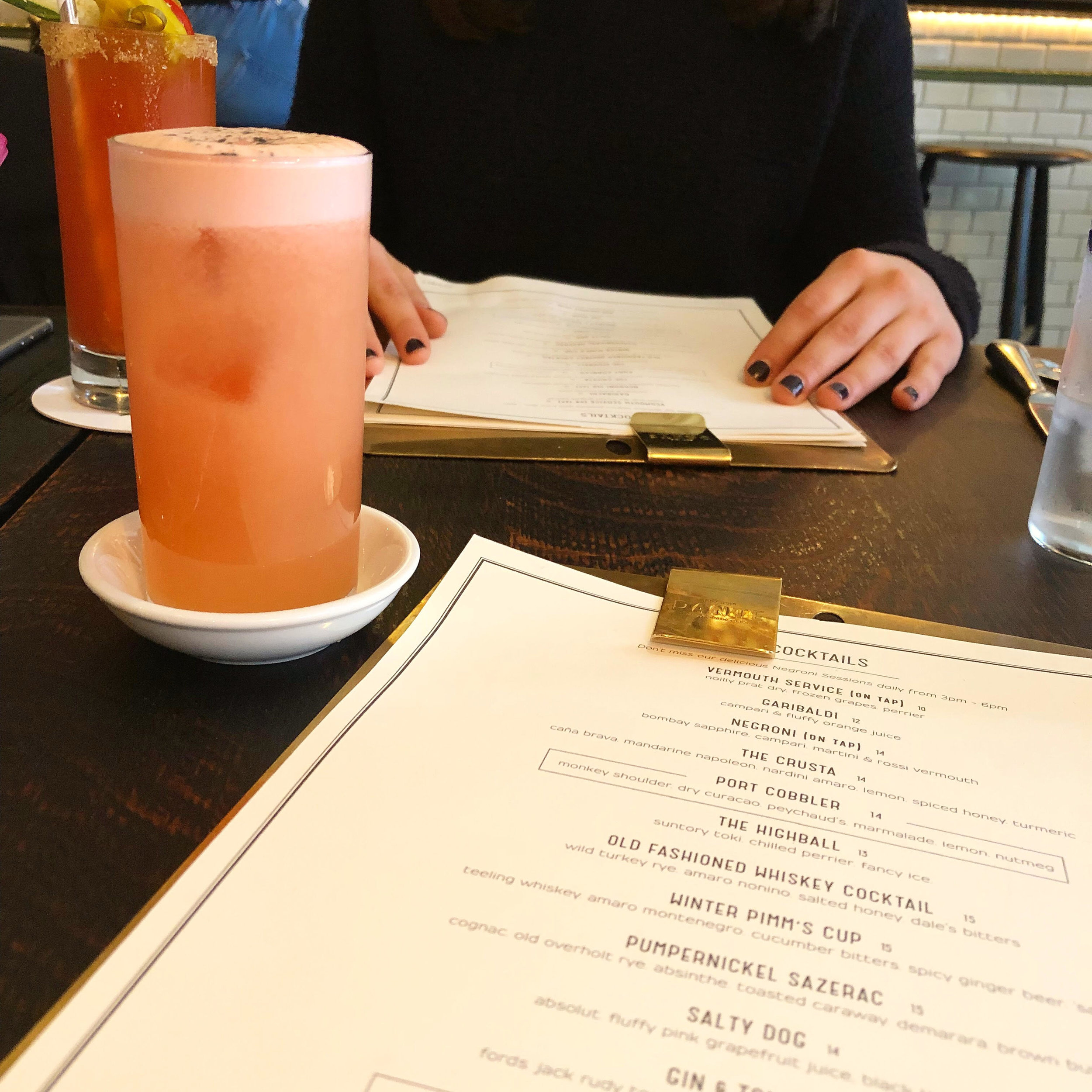 Salty Dog: vodka, grapefruit, black lava salt