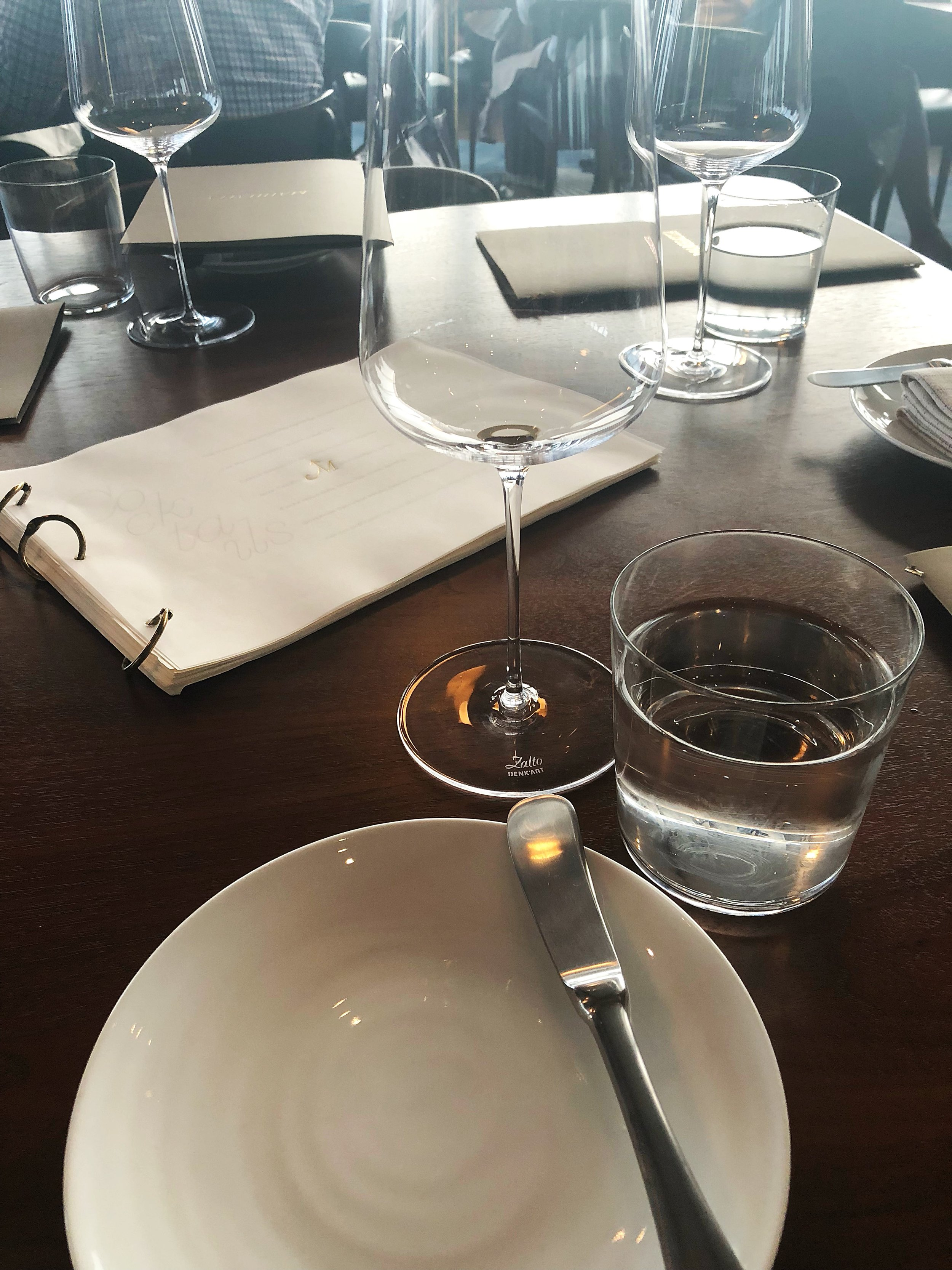 Manhatta_Table