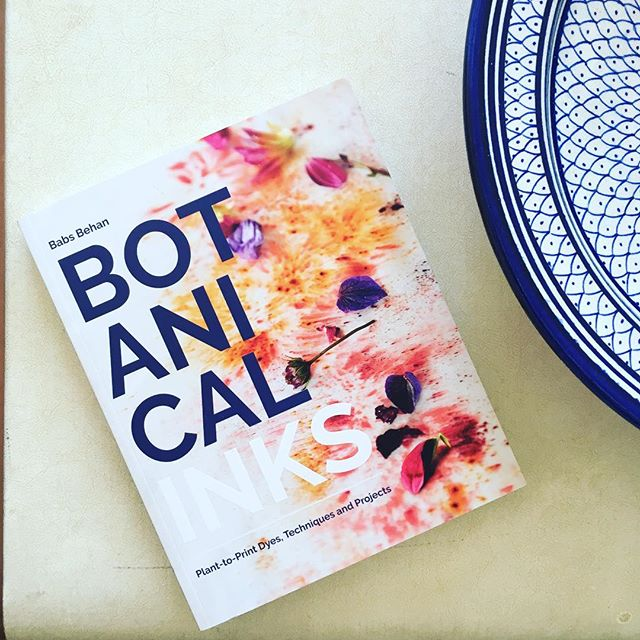 Congratulations on such a beautiful book @botanicalinks ✨I've loved dipping in to it on these long hot summer evenings, dreaming up future projects...🌸🌺🌿🌼 @quadrillebooks