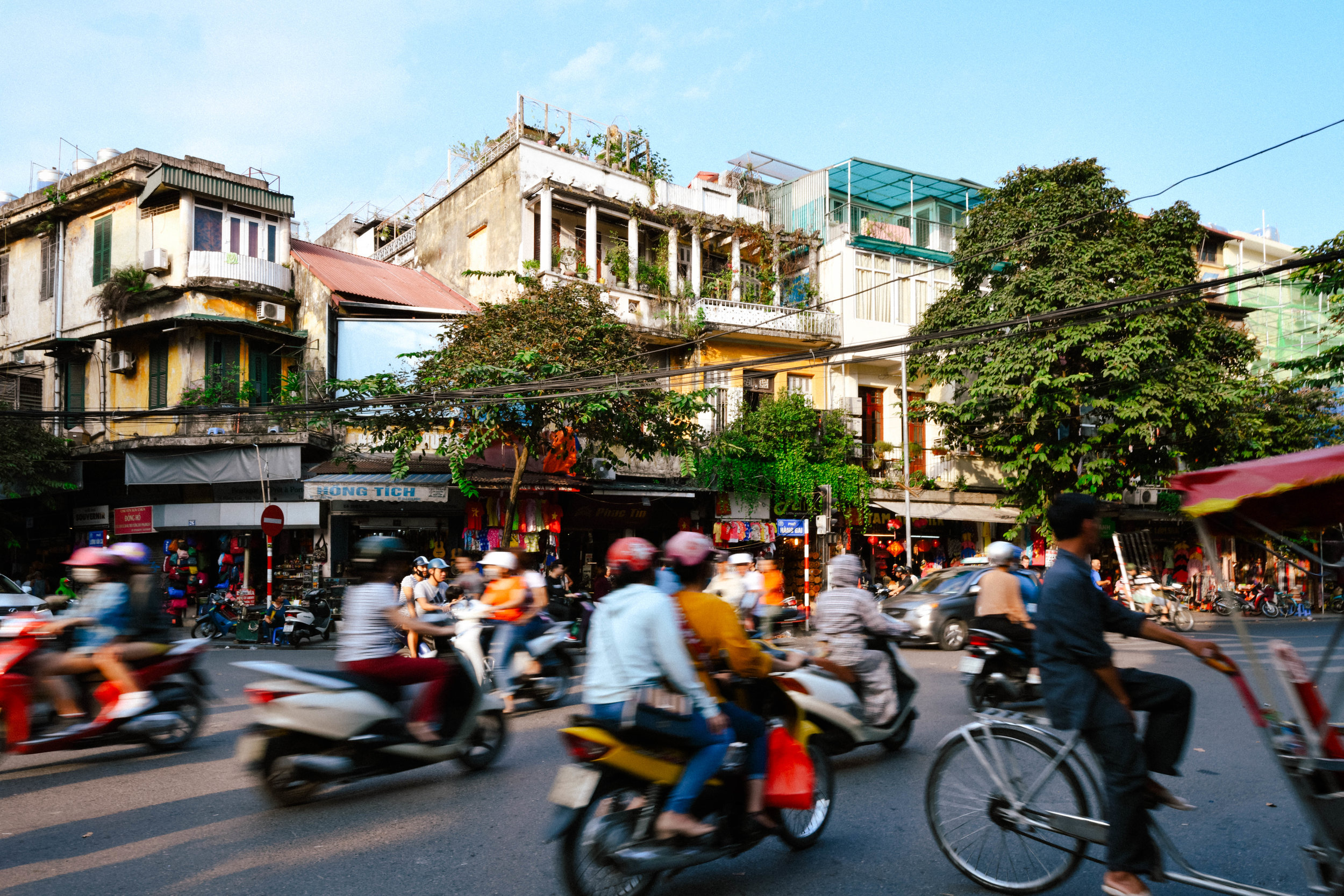 crowded street traffic in Hanoi
