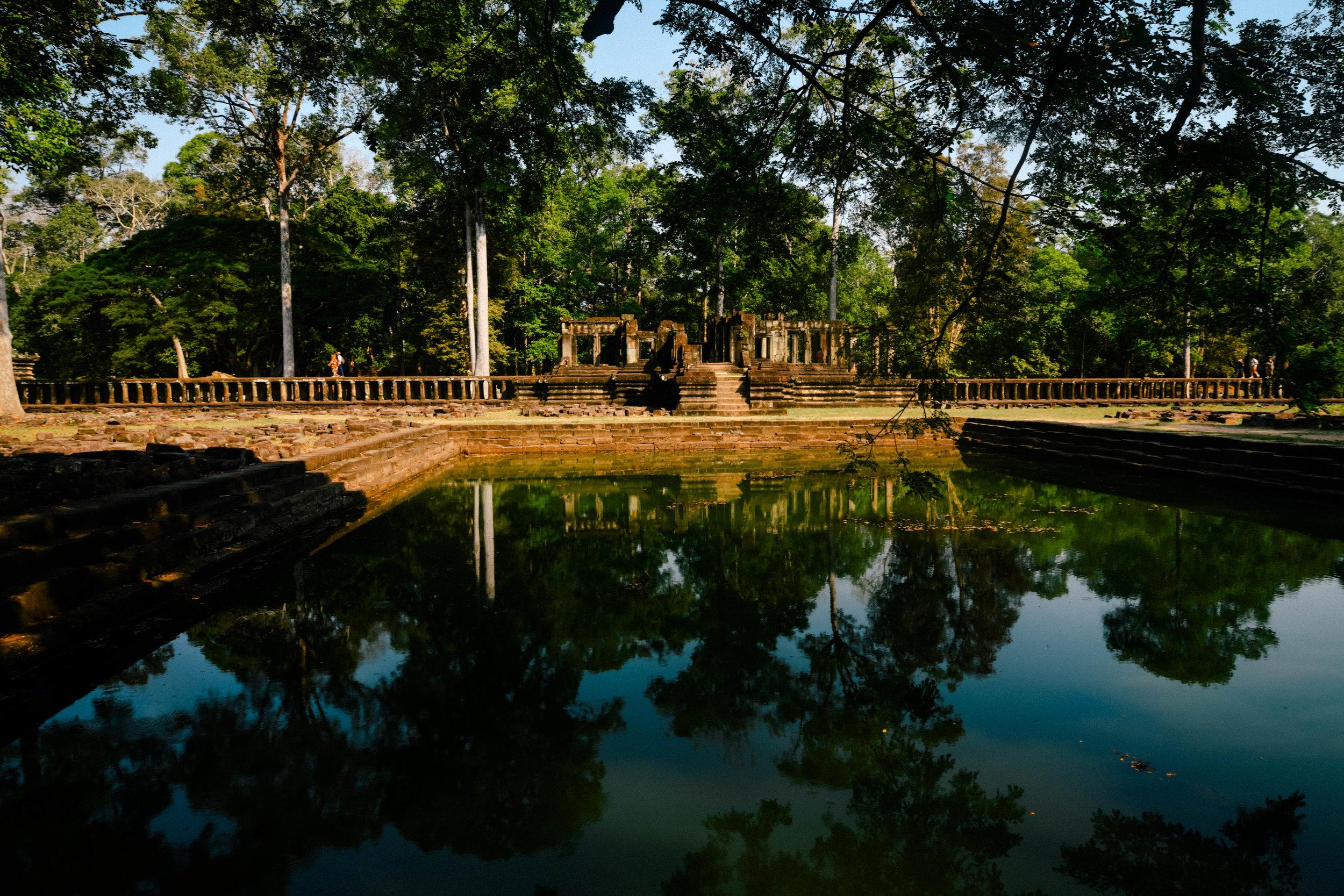 reflection-lake-angkor-wat