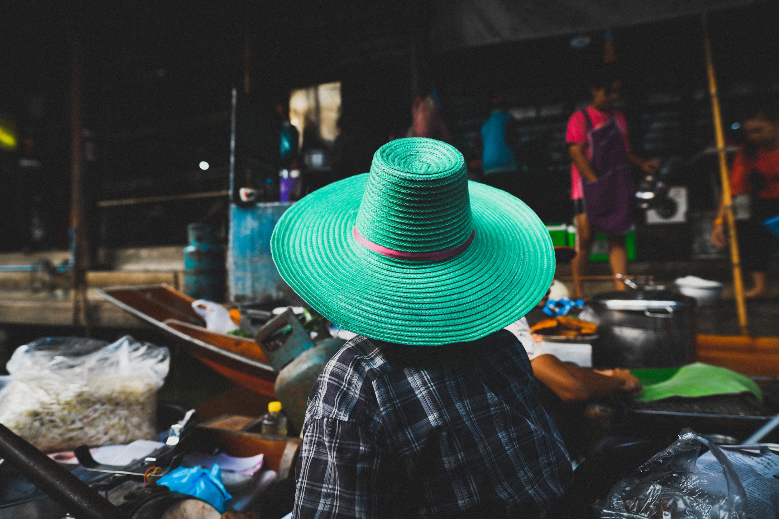 floating market in damnoen floating market