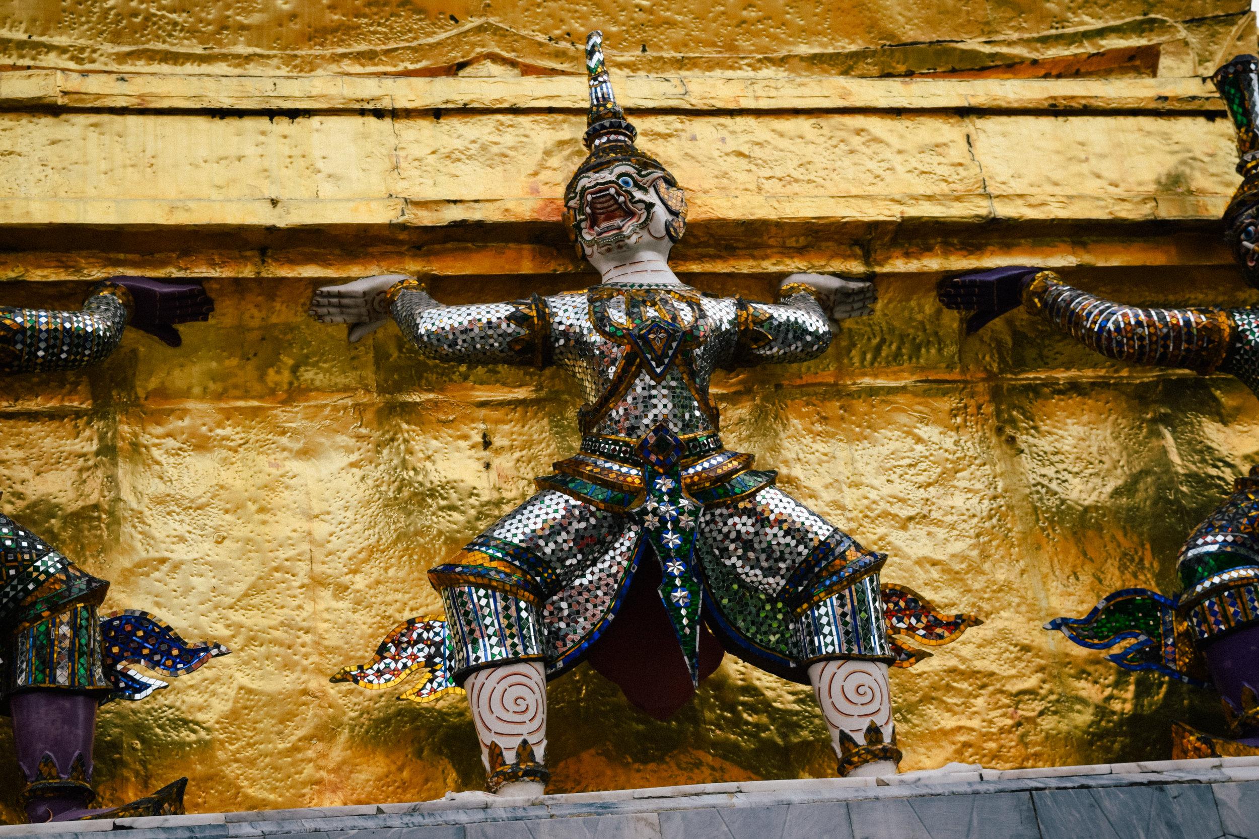 statue in emerald buddha city