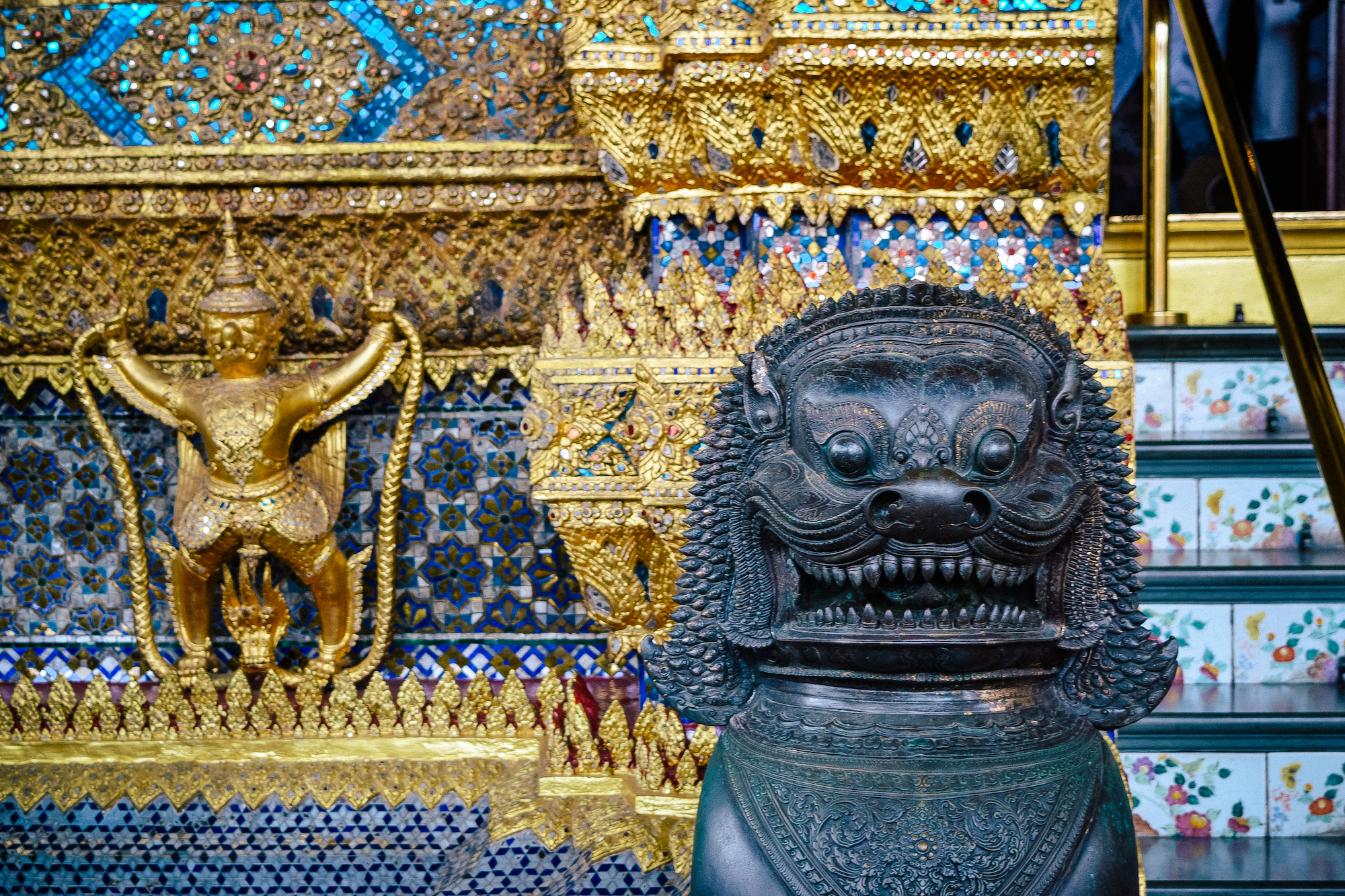 statue in emerald city bangkok