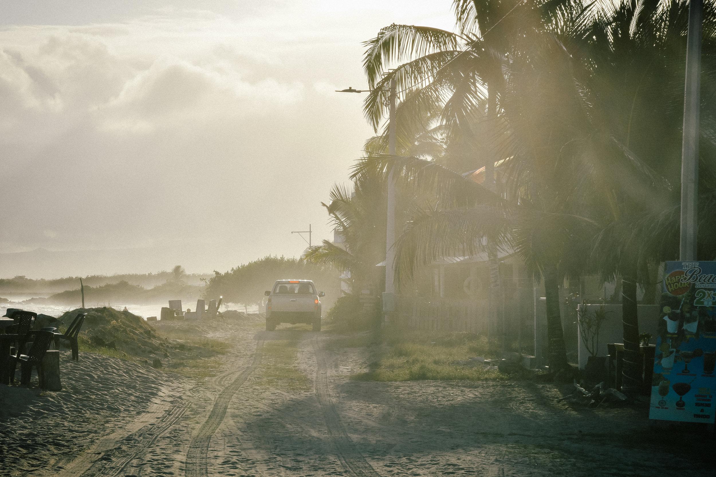 galapagos-car-ride