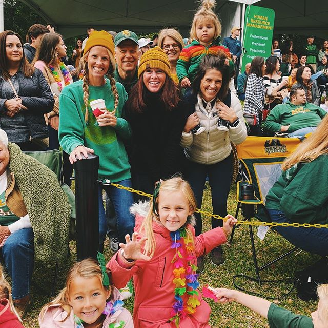 And that's a wrap! It was a perfect fall morning for the @bayloruniversity homecoming parade ending with a win in double overtime!  Go bears!!! 💛💚💛💚