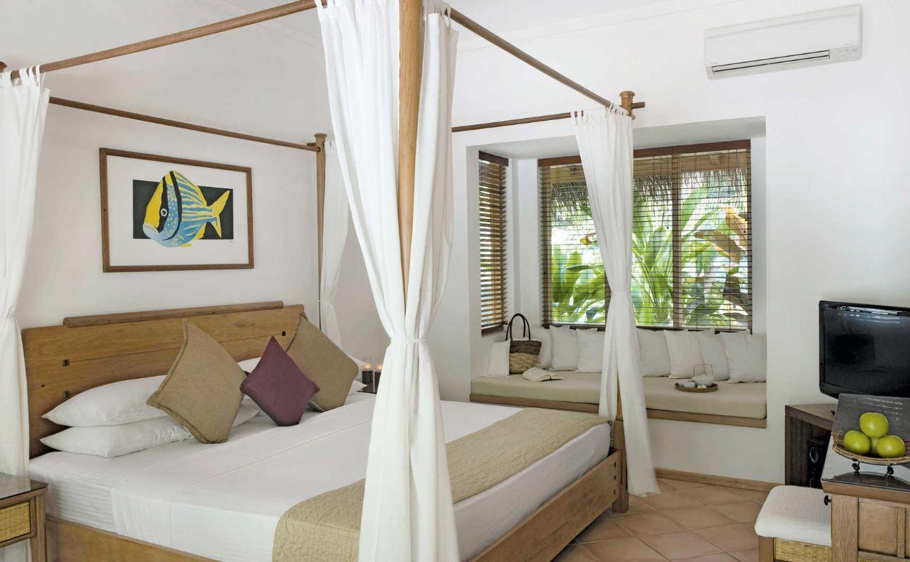 kuramathi-maldives-deluxe-beach-jacuzzi-villa.JPG