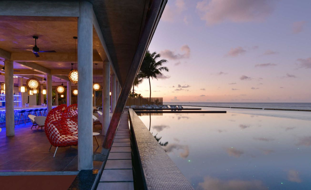kuramathi-maldives-laguna-bar.JPG