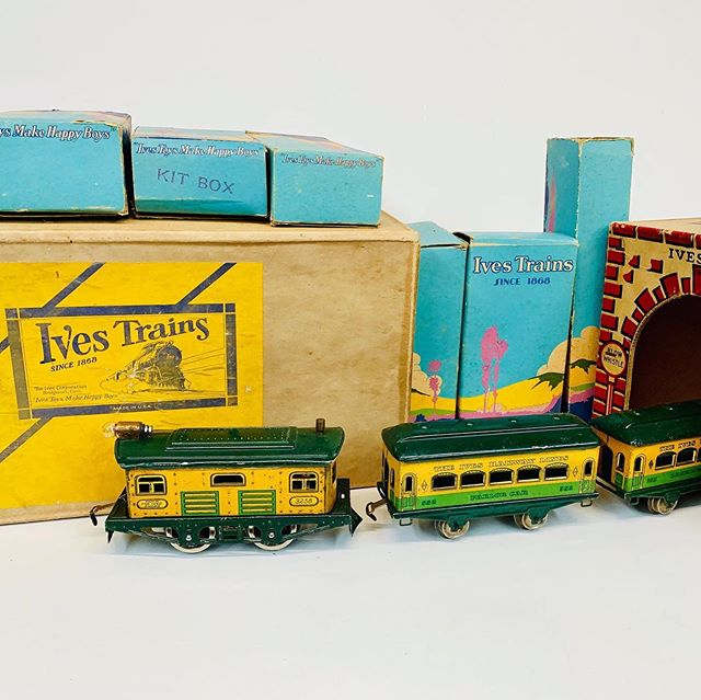 "Circa 1930 Ives ""yankee clipper"" set with nice tunnel setbox and scenic interior boxes."
