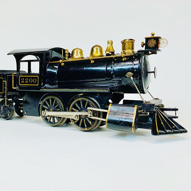 Beautiful original condition Voltamp 2200 locomotive and tender.