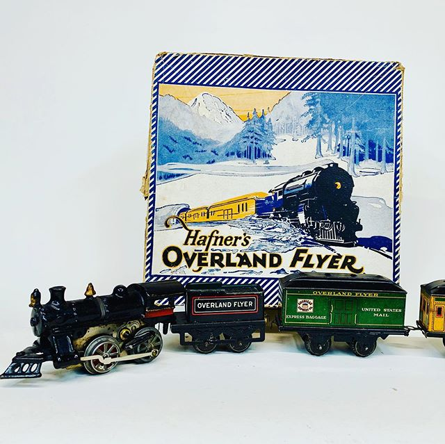 A nice Hafner clockwork train set in a nice original colorful setbox.