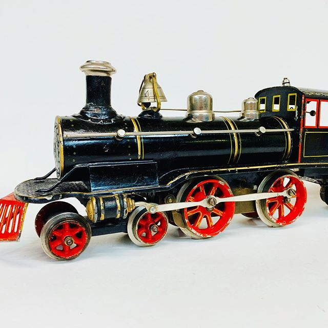 Circa 1903 Marklin for the American market hand painted 4-4-0 locomotive and tender.  The cow catcher, bell, and 3 window cab were used for the American market.