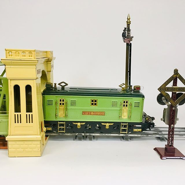 Pre-war Lionel 300 Hell Gate bridge and 9E electric loco. Largest of all Lionel bridges.
