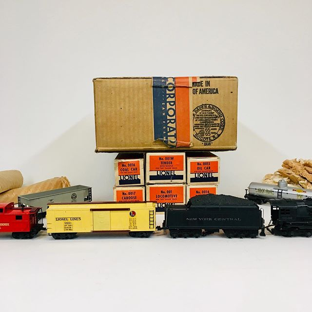 1938 Lionel 00/OO gauge 0080W set with 001 loco, 001W tender, 0014 box car, 0015 oil car, 0016 hopper car, and 0017 caboose with original boxes, set box, and some wrappers. In beautiful condition!
