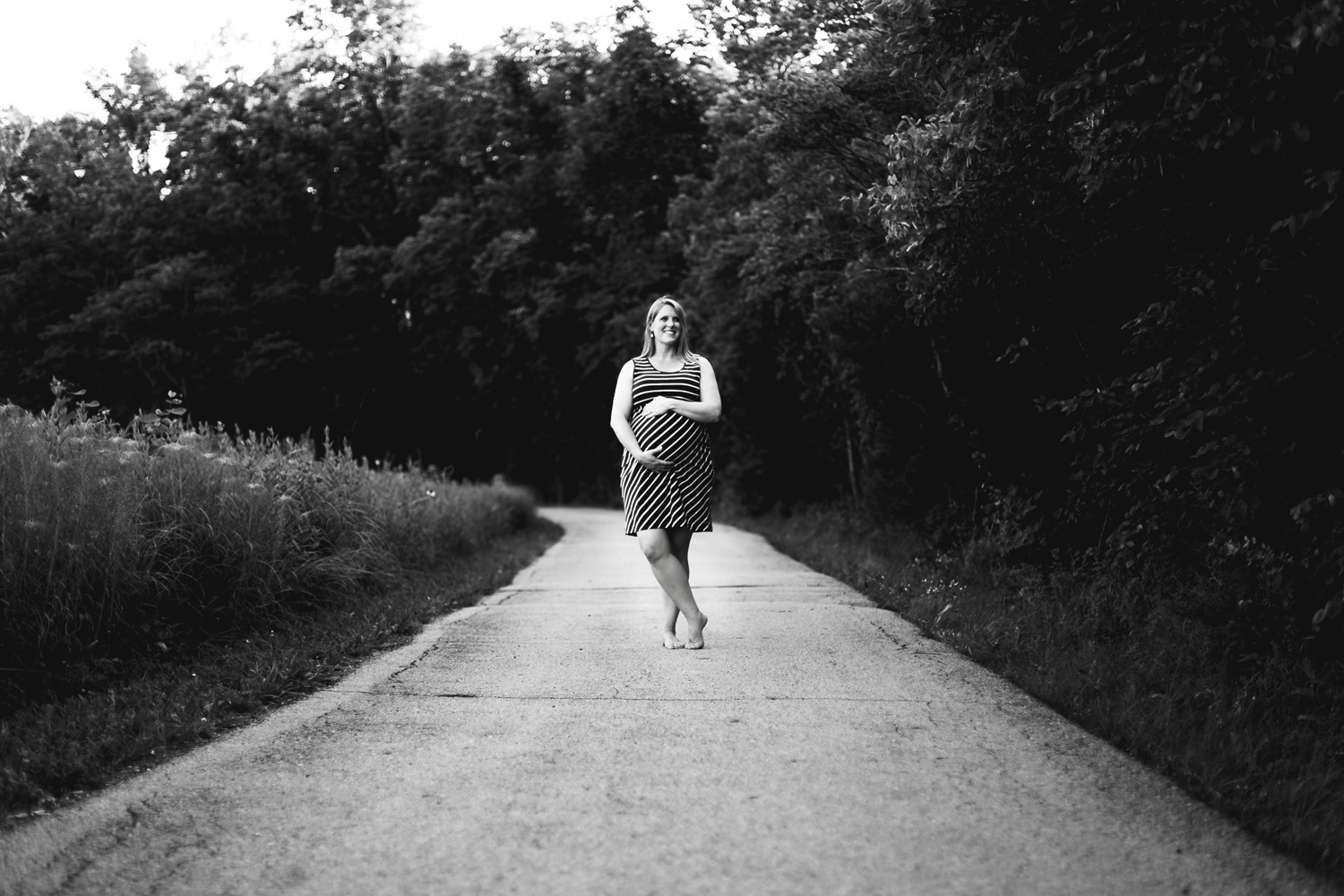 Maternity portrait photography, Ernie Miller Nature Center, Olathe Kansas. Renee McDaniel Photography, Manhattan Kansas