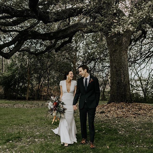 There's something about capturing true love under gorgeous oaks! We can't wait to share more of this Austin, TX wedding on Spirited Bride. Until then, we'll tease it on this beautiful bride's birthday! Happy happy birthday @camillegguice ✨ __ Florals: @stemsofatx Makeup: @averyallenmakeup Photographer: @mapandcompassphoto Coordination: @36thstreetevents Venue: @mercuryhall Rentals: @lootvintage Earrings: @a.b.ellie  Dress: @akristinbridal Suit: @theblacktux