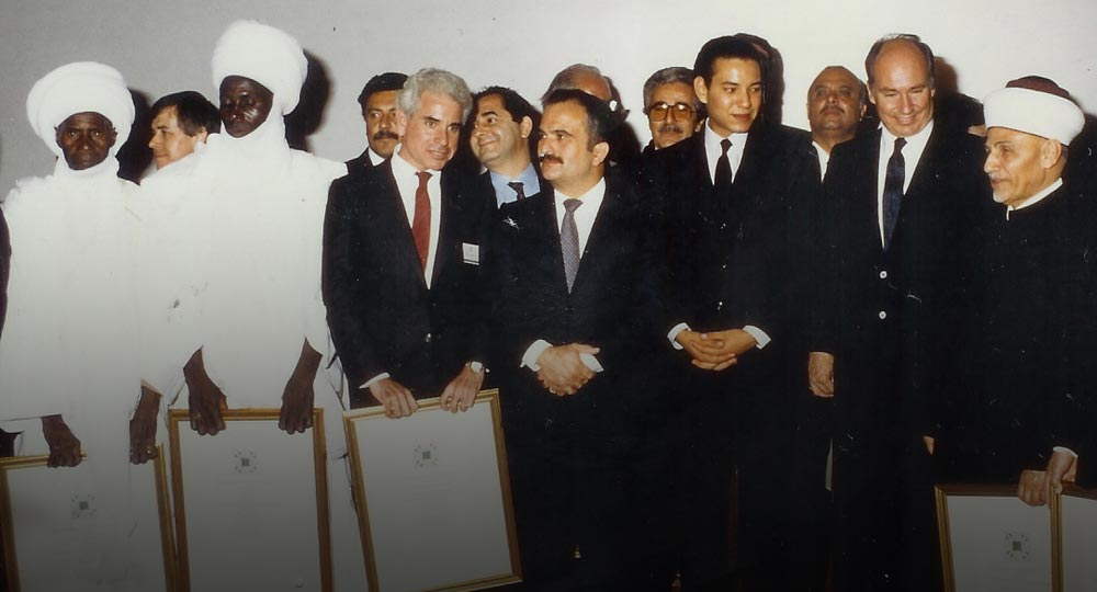 Presentation of the AGA KHAN Award for Architure for the restoration of the fire damaged painted dome of the Al Aqsa Mosque Jerusalem. Paul Schwartzbaum, third from the left, with Prince Hassan bin Talal of Jordan, King Mohammed VI of Morocco, and the Aga Khan. 1986, Marakesh, Morocco.