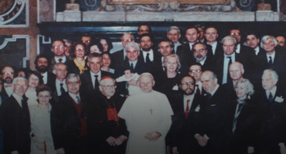 Paul Schwartzbaum holding his daughter Amparo (center), with Pope John Paul II. Paul was a member of the Vatican technical commission for the restoration of the frescoes by Michelangelo in the Sistine Chapel.