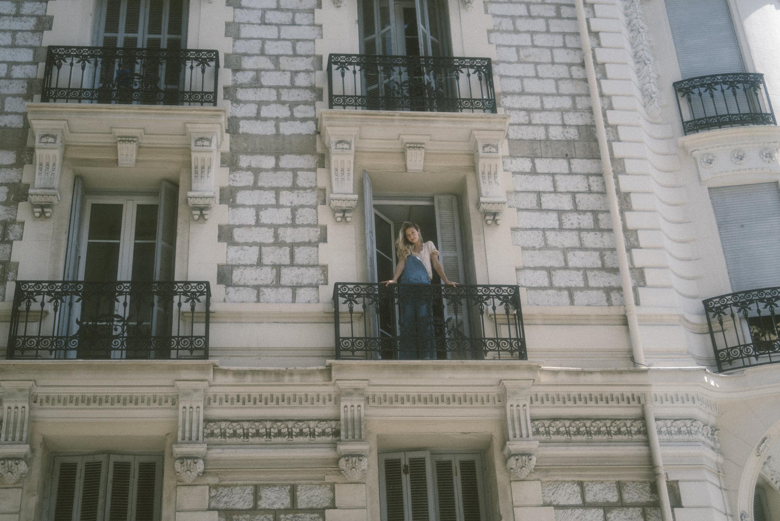 Do meu balcon, pra rue Assalit.