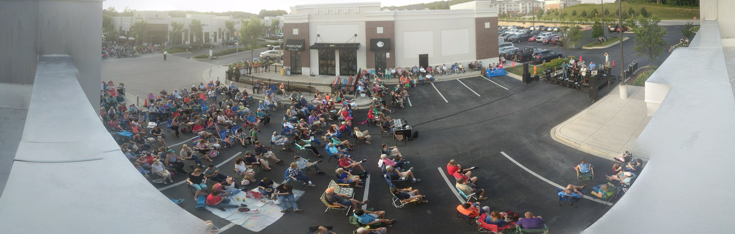 turf-valley-towne-square-free-concert