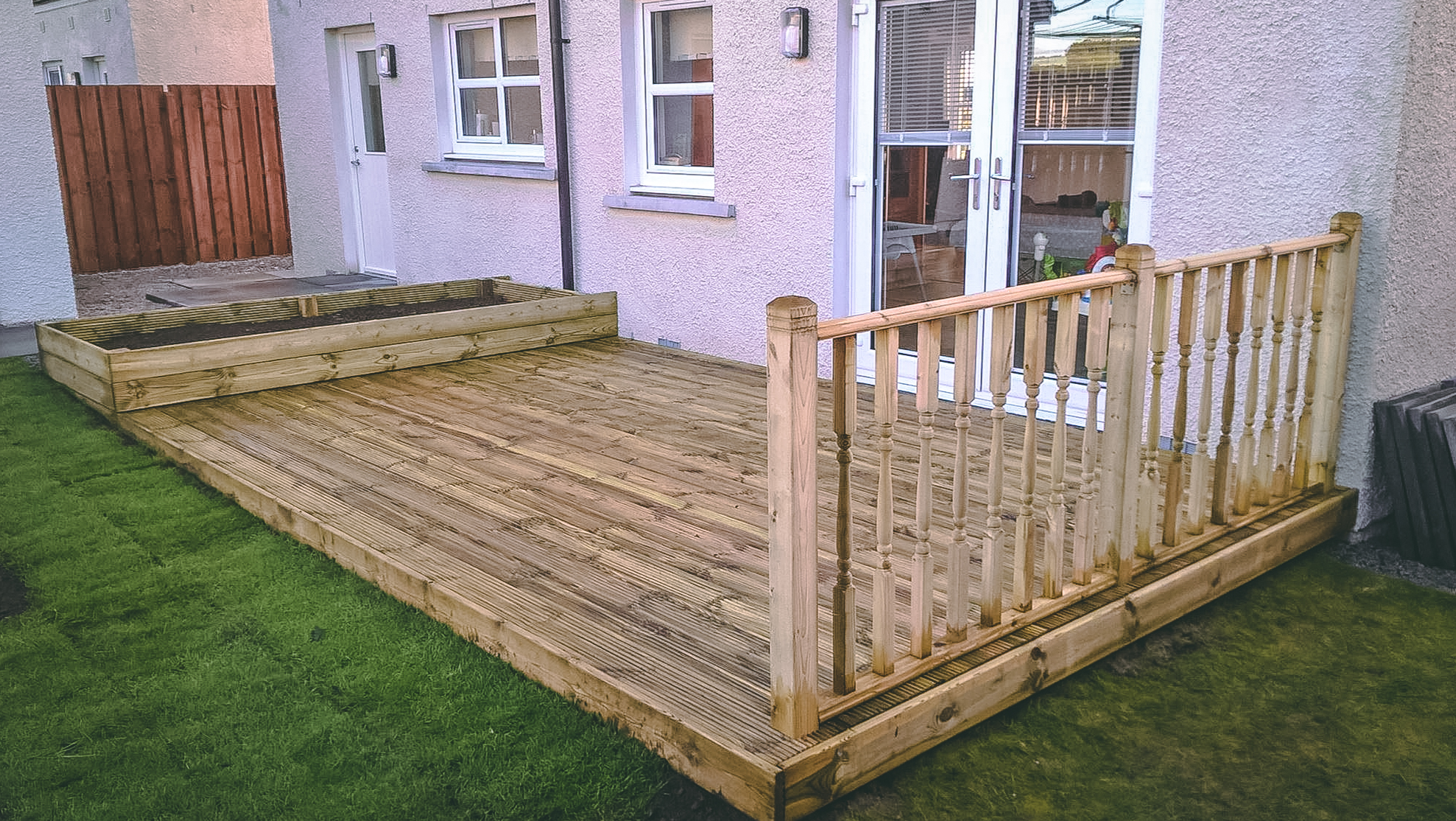 Echt Decking, handrail and raised border installation