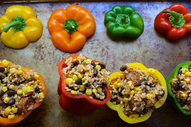 SPICY STUFFED BELL PEPPERS . Higher in fiber, lower in fat and calories, and convenient to boot! We're also crushing hard on the @aidellssausage habanero and green chile chicken sausage in here! All things we love when throwing together a quick weekday meal! . Recipe up on the blog! Link in profile! . . . #stuffedbellpeppers #dinnerideas #healthyfoodie #eeeeats #instayum #f52grams #buzzfeast #feedfeed #freshfood #todayfood #rdchat #rd2be #eatright #yahoofood #eatingwell #thekitchn #mycommontable