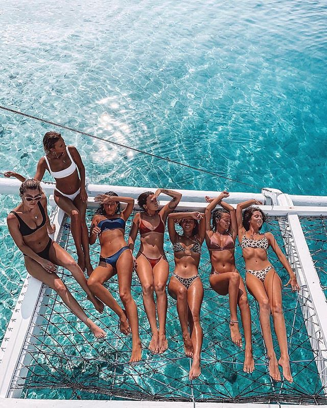 #InternationalWomensDay is next week! 👯‍♀️💗 Inspire us by telling us who your fave ladies are ⬇️ Friends, celebs, family... TAG them below! www.fitazfk.com  #fitazfk #fitnessapp #girlgang #besties #beachbabes @torilevett @hollyholmess @alexandratalifero @jessie_khoo @karinaannehunt @lilyludovici @karinachorley