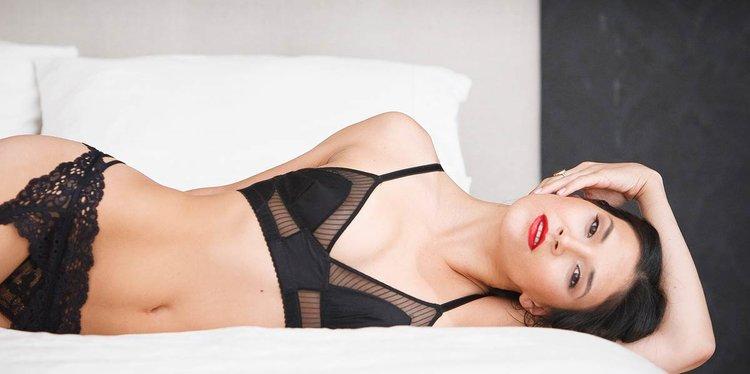 elegant, chic, modern, classy boudoir available in CT, NJ, NY