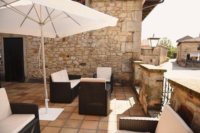🍹| Si algo nos gusta en el Hostal San Martin es ver disfrutar a nuestros clientes. Y en verano, nuestra terraza chill out es el lugar perfecto para ello.🍸✨ • • • • #molinosdeduero #soria #turismorural #rural #turismoespaña #españarural #castillayleon #turismocyl #cyl #terraza #terrazasconencanto #chillout