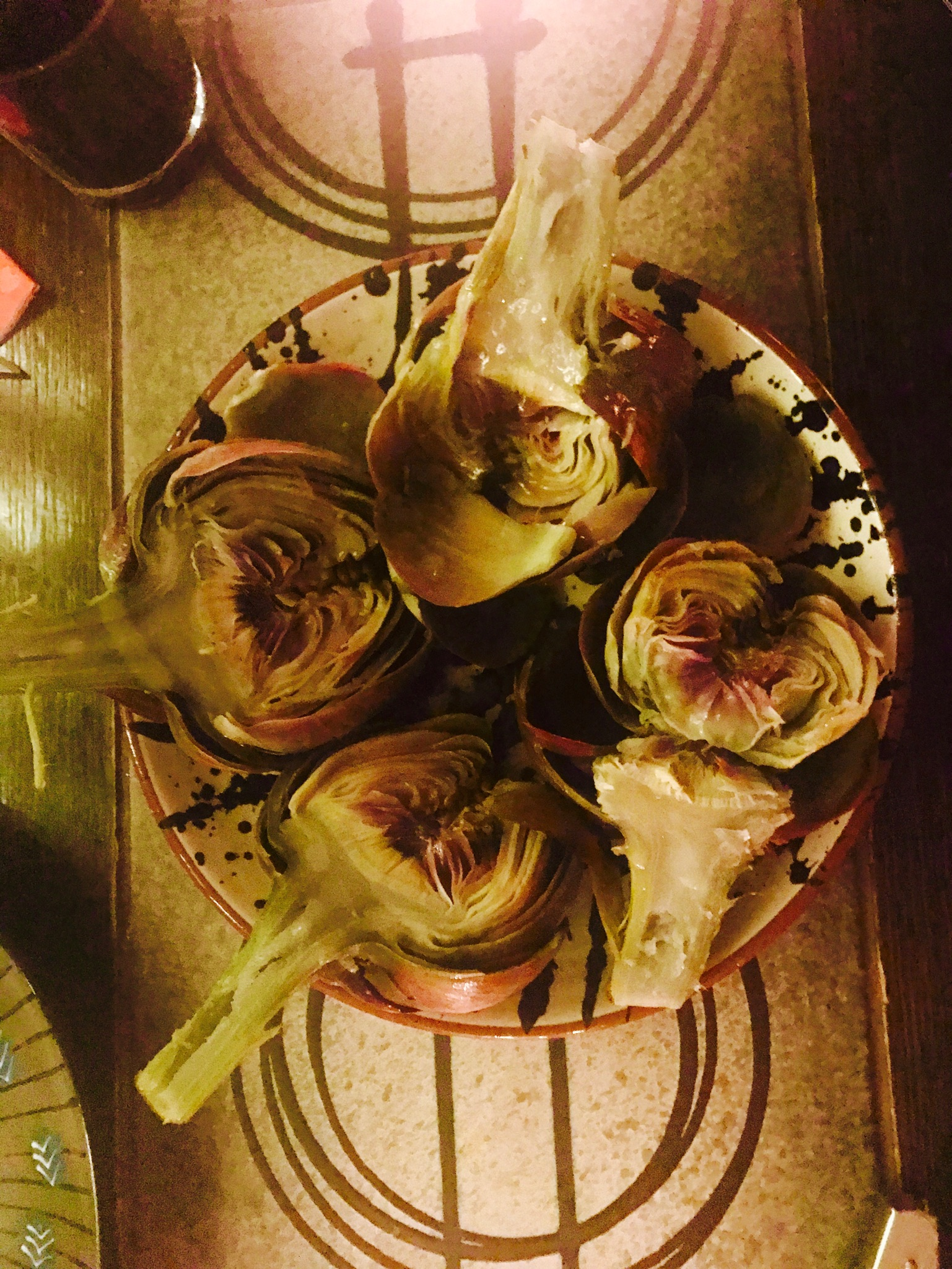 Artichokes with lemon butter