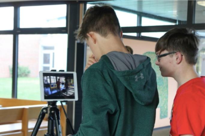Non Profit Verein GANZ SCHÖN ANDERS  Nur 7% der Jugendlichen mit Behinderung gelingt der Berufseinstieg. «Ganz schön anders» will das ändern: mit professionellen Bewerbungsvideos, die die Jugendlichen gemeinsam mit Medienpädagogen, Filmemachern und Drehbuchautoren entwickeln, setzt sich das Projekt für mehr Inklusion beim Berufseinstieg ein. art/and berät «Ganz schön anders» dabei, ein soziales Businessmodel mit Wirkungsorientierung zu entwickeln und Partner mit der gleichen Vision zu finden.