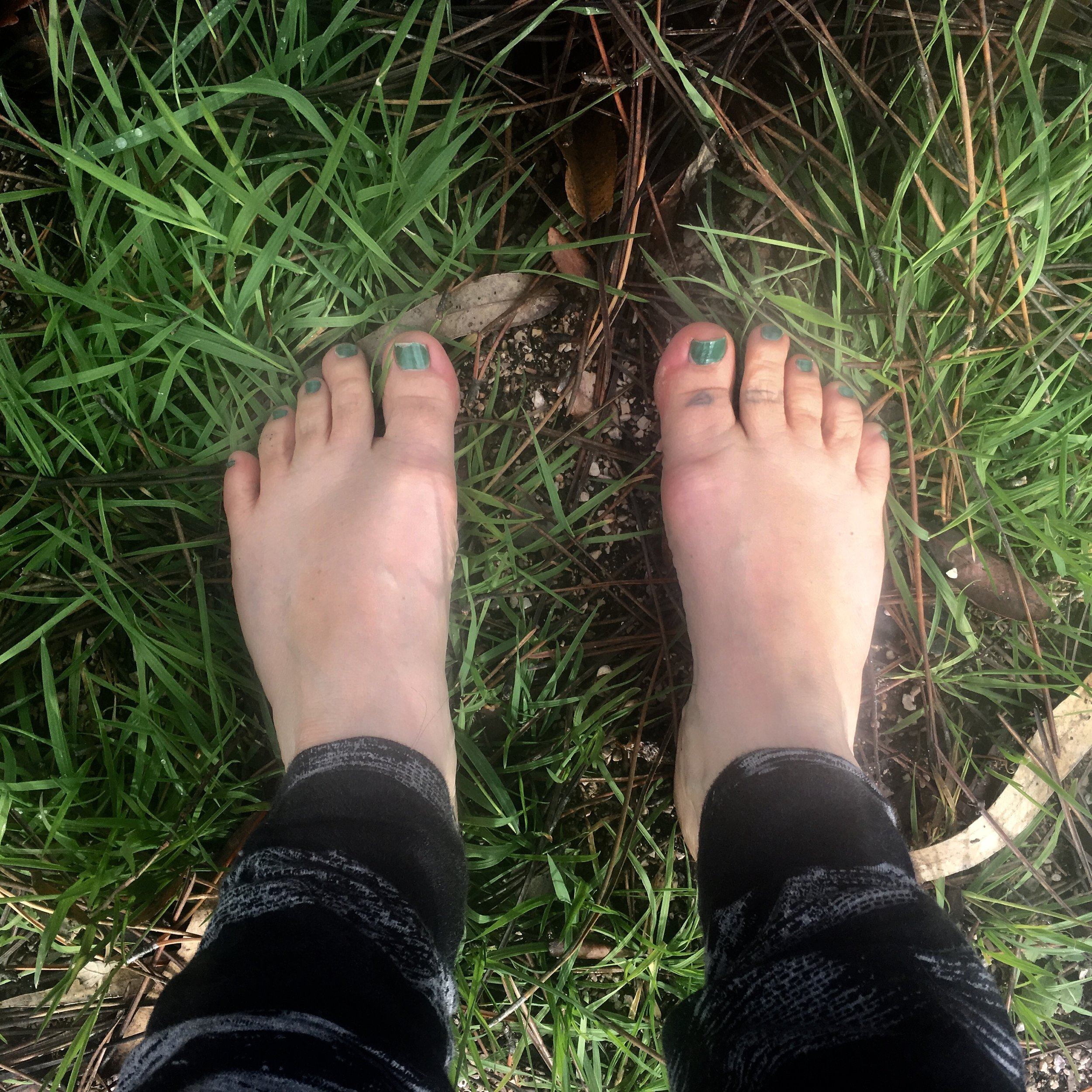 earth, yoga, yoga retreats, elements, prthivi, feet, padabandha, yoga yogasana, asana, retreats for women, nourish, nourish in nature, green toenails, hobbit feet