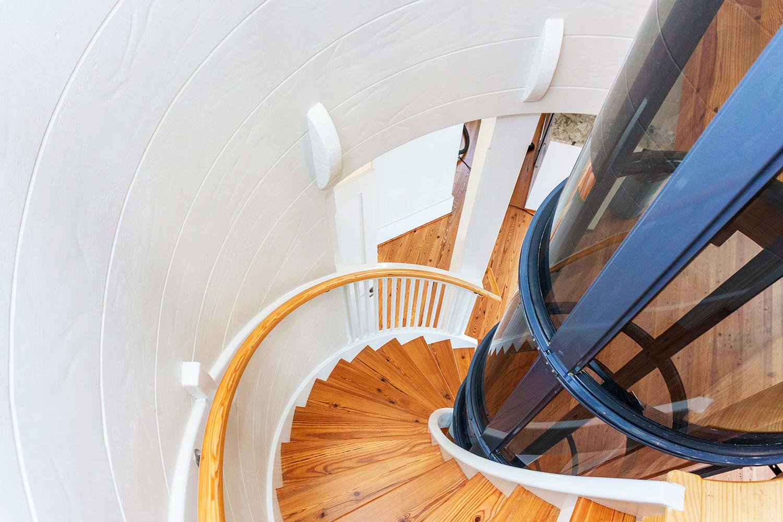 Stairwell 4 (web).jpg