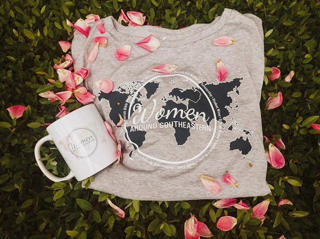 ▫️G I V E A W A Y ▫️ We have an announcement! Next year, March 20 + 21, Women Around SE will be holding our very first women's leadership conference!  To raise money for our conference we will be selling these beautiful tie-back shirts on our website (link in the bio). Now- here are the rules for the GIVEAWAY! 1. Follow @womenaroundse AND @cultivateconferencese 🌱 2. Tag a friend or two on this post (each separate comment is a new entry) 3. For en extra 10 entries, post this and tag us in your story!