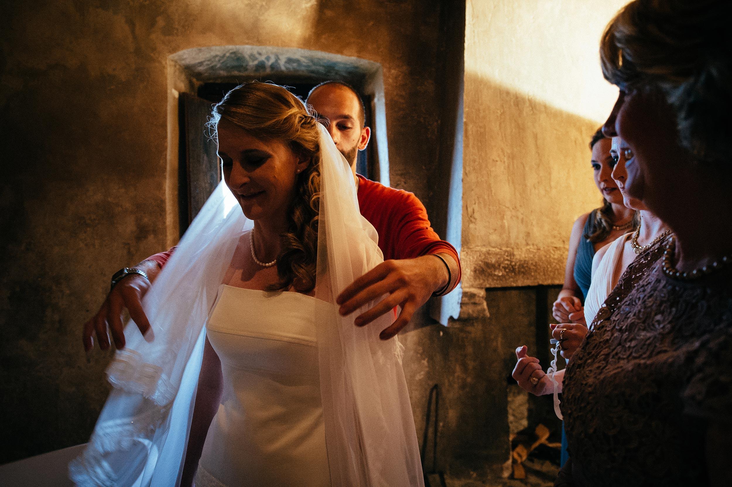 2014-Shelby-Jocelyn-Santo-Stefano-Di-Sessanio-Wedding-Photographer-Italy-Alessandro-Avenali-23.jpg