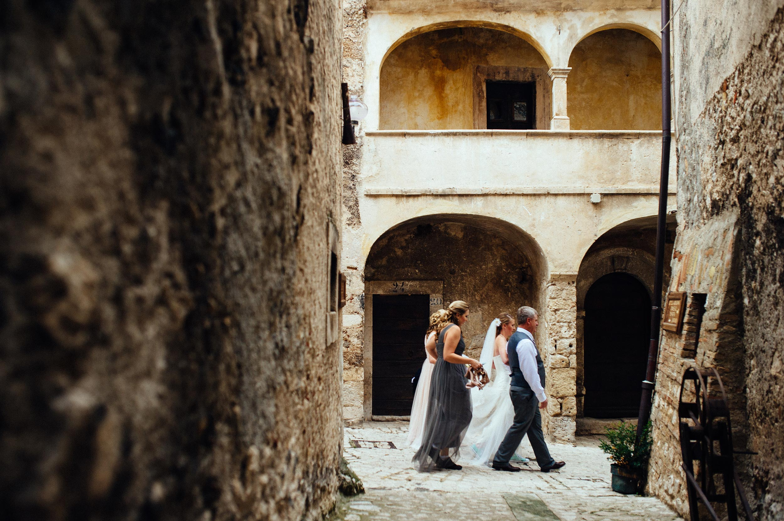 2014-Shelby-Jocelyn-Santo-Stefano-Di-Sessanio-Wedding-Photographer-Italy-Alessandro-Avenali-26.jpg